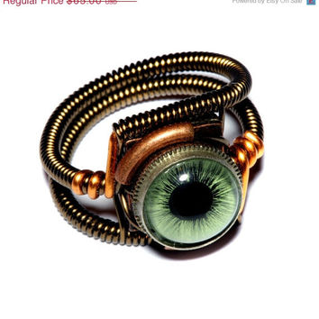 HALLOWEEN SALE - Steampunk Jewelry - Ring - Green taxidermy glass Eye - SIZE 9.5