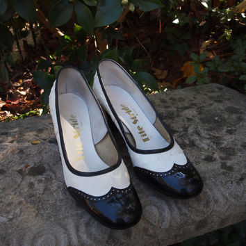Vintage Shoes Lifestride Black Patent and White Faux Ostrich Skin Pumps Late 60's/Early 70's