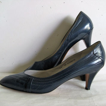 Vintage 1980s Shoes BALLY of Switzerland Navy Blue FELICITY Pleated 80s Leather Shoes 10AA