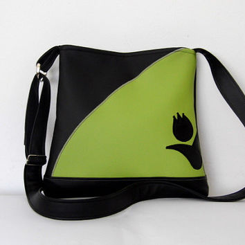 FREE SHIPPING Elegant faux leather purse in black and green