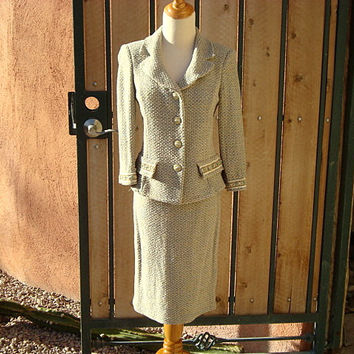 Vintage St John Collection Classic Soft Green Tweed 2 Piece Suit Size 4