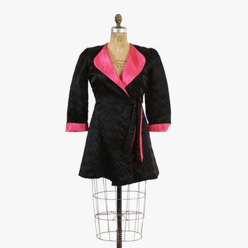 Vintage 50s ROBE / 1950s Shocking Pink Satin & Black Quilted Cropped Dressing Gown S-M
