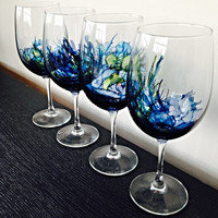 The Brilliant Wave Wine Glass