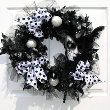 Mardi Gras Wreath / Black and White Wreath / Mask Wreath / Holiday Wreath / By English Rose Designs Oh