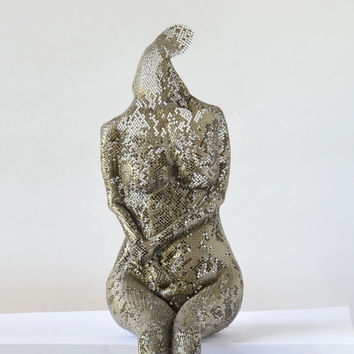 Contemporary metal art - Female sitting - Unique home decor - Wire mesh sculpture - Metal sculpture