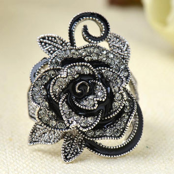 New Gothic Style Vintage Jewelry Black Rose Flower Cute Female Ring with Rhinestones