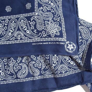 80s Crafted with Pride in America Bandana / RN13962 / Navy Blue Paisley Pattern