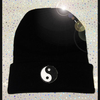 YIN YANG BEANIE // Small Patch// Spiked