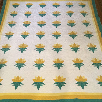 Vintage hand made quilt, old quilt , antique quilt, country quilt, shabby chic, cottage decor