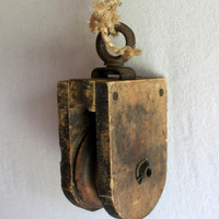 Wooden Barn Pulley : vintage