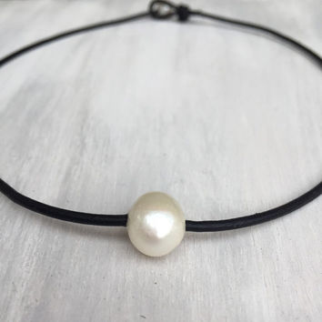 Freshwater pearl choker, pearls on leather, choker, pearl choker, pearl jewelry, leather,freshwater pearl necklace, pearl jewelry, pearls,
