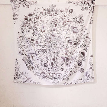 Hilda Medallion Tapestry - Urban Outfitters