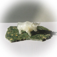 Lovely Handcrafted Creamy White Onyx Bull