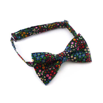 Floral bow tie – pre tied adjustable – mens or womens – multicolor flower print cotton vintage fabric – adult size – groomsmen bowtie