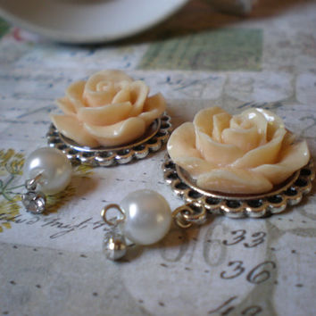 Victorian ivory rose and pearl dangle plugs/ gauges/ earrings. Steampunk, pretty plugs, wedding plugs.