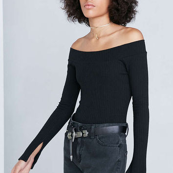 Silence + Noise Rib Knit Off-The-Shoulder Top - Urban Outfitters