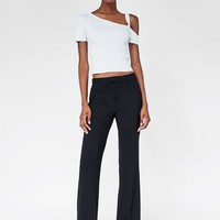 ASYMMETRICAL RIBBED TOP DETAILS