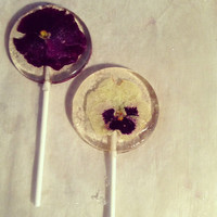 Jasmine flavored lollipops with assorted whole edible flowers