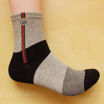GUCCI youth trend in the tube socks cotton sports socks Four Seasons deodorant socks 8 pairs of mail Gray vertical bars