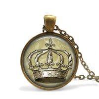 Crown Necklace Vintage Style Crown Pendant, Elegant Crown Jewelry, Antique Bronze Crown Pendant Elegant Jewelry, Vintage Bronze Necklace