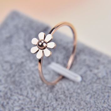 Martick New Fashion Camellia Design Stainless Steel Rings Beautiful Daisy For Lover Present Gift Crystal Jewelry Rings R470