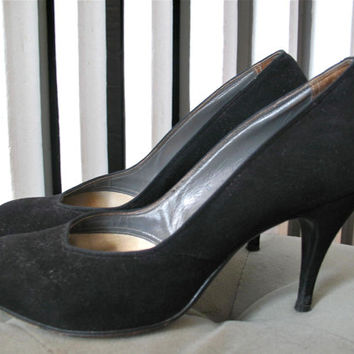 On The Avenue | Vintage 1950s De Liso Debs Round Toe Black Suede Stiletto Pumps Classic Style Palter De Liso