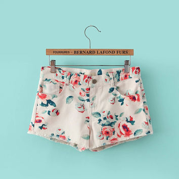 White Floral Print Zippered Shorts With Pocket