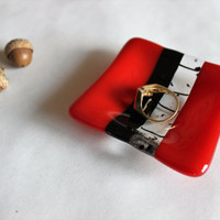 GLASS RING DISH-Red Black Fused Glass Dish For Rings, Fused Glass Dish, Pill Dish, Wedding Ring Dish, Gift for Coworker, Under 10, Stocking