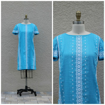 Vintage 60s Turquoise Shift Dress// Embroidered Dress// Summer Day Dress// Scooter Dress// Tunic// Floral Dress//Cotton Dress// Retro Mod