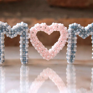 MOM pendant beading pattern, Mother's Day gift, DIY jewelry for Mom from seed beads