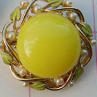 CORO Signed Yellow Glass Cabochon Brooch Faux Pearls Gold Tone Vintage Jewelry