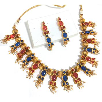Traditional matte gold finish kemp stone choker Necklace and earring set