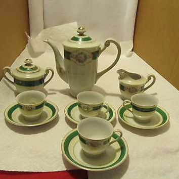 VINTAGE COMPLETE  OCCUPIED JAPAN TEA SET WITH CUPS. SAUCERS, TEA POT, SUGAR AND CREAMER