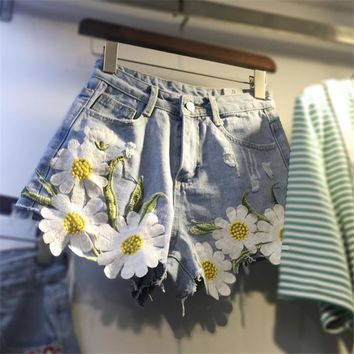 2017 Summer Plus Size Fashion Women Denim Shorts New Daisy Embroidery Appliques Hot Shorts Loose Slim Hole Short Jeans 64563