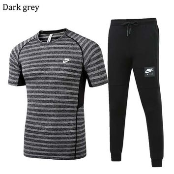 NIKE 2018 spring and summer men's outdoor sports running short-sleeved sportswear two-piece Dark grey