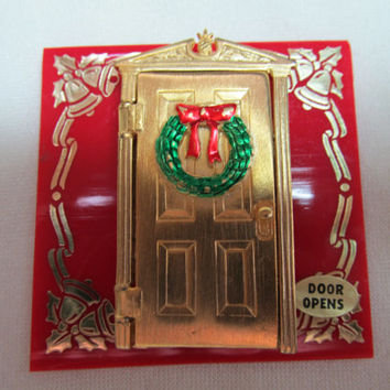 J.J. Opening Christmas Door Pin with Original Card