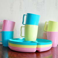 Vintage Gothamware Picnic Set, Plastic Divided Plates and Cups in Spring Colors