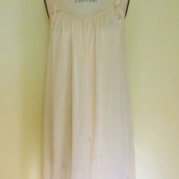 Vintage 1960s Ivory Nightgown, 60s Nylon Nightgown, Nightie With Satin Bows, Lace Trim Gown, Vintage Lingerie, Vintage Pajamas