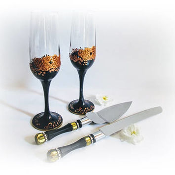 Fall Wedding Set Autumn Champagne Flutes and Cake Serving Set Maple Wedding Glasses Celebrate Navy Blue Champagne Glasses Personalized