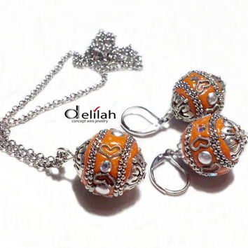 Indonesian Beads Earrings and Necklace Orange Indonesian Beads Jewelry Set Indonesian Beads Earrings Beaded Orange Earrings Orange Pendant
