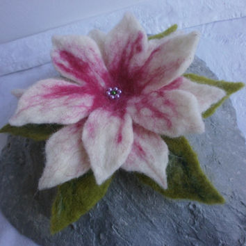 White felt floral, pink green  felt brooch,art,felted jewelry,wool brooch pin,felt flowers lily,flower hair clip,spring flower,scarf,cap,bag