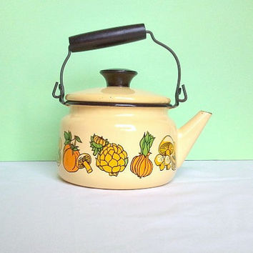 Vintage Teapot Yellow Enamelware by Ceramet by ItchforKitsch