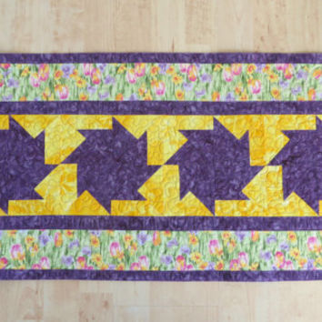 Quilted Table Runner Reversible - Springtime Tulips       271