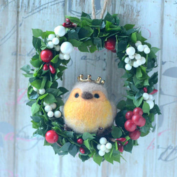 Needle felted robin bird wreath,  mini bird doll on flower wreath home decor ornament, Christmas holidays decoration, handmade gift under 25