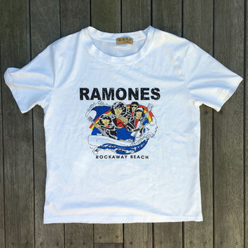 Vintage 90's The Ramones Band T-shirt Women's Cartoon Ramones Rockaway Beach Tee Joey Ramone Rock Music Tee Oversized Crop Top Asian Tee