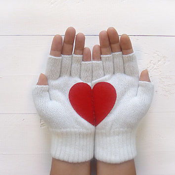 VALENTINE'S DAY Gift, Heart Gloves, Fingerless Gloves, White Gloves, Red Heart, Special Gift, Gift For Her, Valentine's Gift, Women, Unique