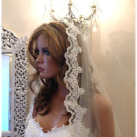 Elegant Bridal veil, Wedding hair accessory, Lace veil, vintage inspired veil, Traditional Veil, Wedding Veil