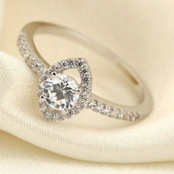 Round with Diamond Shaped CZ 925 Sterling Silver Ring