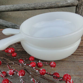 2 White Milk Glass handled soup bowls, mid century white glass large soup bowls, white glass french onion soup bowls, chic kitchen bowls