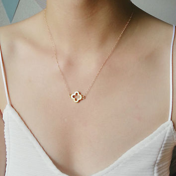 Gold Clover Necklace, Clover Charm, Simple Gold Necklace, Gold Quatrefoil Necklace, Gold Layer Necklace, Everyday Necklace, Dainty Necklace